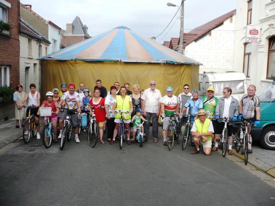 Photo du groupe avant le départ pour la balade familiale.